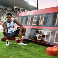 Noah Lyles est tout sourire après sa performance au 200 m de la Diamond League à Lausanne.