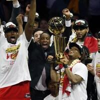Les joueurs des Raptors célèbrent leur victoire en finale de la NBA.