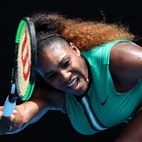 Serena Williams lors de son match de premier tour aux Internationaux de tennis d'Australie, lundi