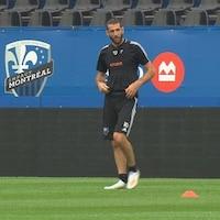 Il s'entraîne au stade Saputo.
