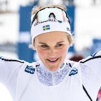 La Suédoise Stina Nilsson célèbre sa victoire au 10 km de la Coupe du monde de Québec.