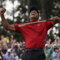 Tiger Woods vient de mettre un terme à une disette personnelle de 14 ans au Tournoi des Maîtres en récoltant un 5e veston vert