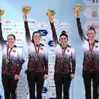 L'équipe féminine canadienne sur le podium à Tokyo