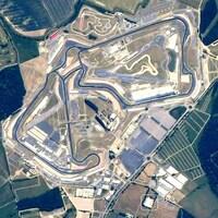 L'usine de l'équipe Racing Point en bordure du circuit de Silverstone.