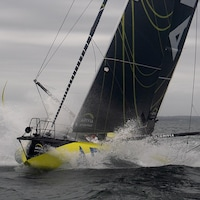 Un voilier en mer