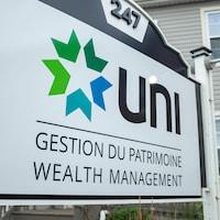 Enseigne UNI Gestion du patrimoine avec le logo de l'entreprise.