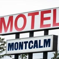 L'affiche du motel Montcalm.