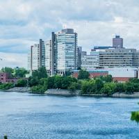 Vue sur le centre-ville de Gatineau depuis Ottawa.