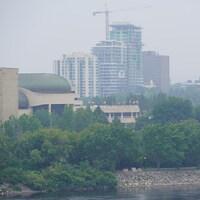 Un ciel couvert au-dessus du Musée de l'histoire du Canada, à Gatineau.