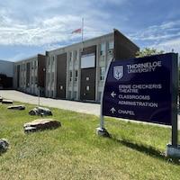 Université Thorneloe en juin.