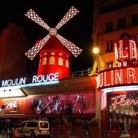 Le Moulin Rouge, situé dans le 18e arrondissement de  Paris
