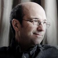 L'auteur-compositeur-interprète et animateur, Michel Rivard, anime La chaîne musicale à ICI Musique.