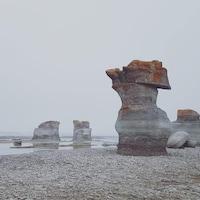 Les monolithes de l'île Quarry dans la réserve de parc national de l'Archipel-de-Mingan