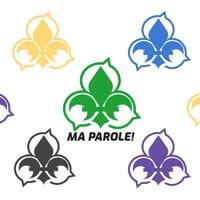 Des logos en forme de fleur de lys entourés de phylactères.