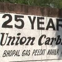 Un mur peint dénonce le crime de l'Union Carbide 25 ans après la catastrophe de Bhopal.