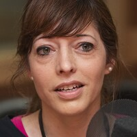 Alexandra Bachand au micro de Stéphan Bureau.