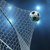 Image générique d'un ballon de soccer qui entre au fond d'un but et tend le filet.