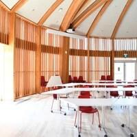Une grande salle du Centre autochtone de partage et d'apprentissage de l'Université Laurentienne.