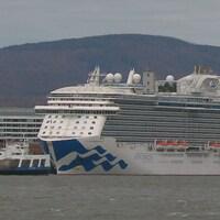 Le bateau de croisière Royal Princess au port de Québec