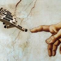 Une main de robot touche une main d'humain du bout du doigt.