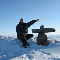 Claude Aubé a conduit le taxi pendant 28 ans à Iqaluit, au Nunavut. Il est maintenant installé au Lac-Saint-Jean, à Saint-Eugène d'Argentenay.