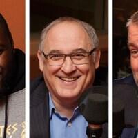 Trois hommes bâtis sourient devant un micro dans un studio de radio.