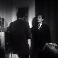 Le journaliste James Bamber interviewe l'étudiant Gilles Courtemanche en 1963.