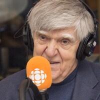 Alain Stanké au studio 17 de Radio-Canada, à Montréal, le 28 janvier 2018