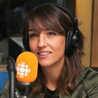 La journaliste Marie-Eve Bédard interviewé par Franco Nuovo au studio 17 de Radio-Canada.