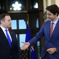 Le premier ministre de l'Alberta Jason Kenney et le premier ministre du Canada, Justin Trudeau.