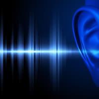 Une oreille entend des sons.