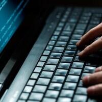 Un pirate informatique à l'œuvre