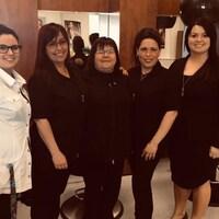 Étudiantes et enseignantes en coiffure, au Centre de formation professionnelle de Sept-Îles