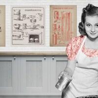 Un montage de photos montrant une femme de l'ancien temps tenant un pot de farine et de vieilles recettes affichées sur le mur derrière elle.