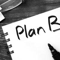 «Plan B» est inscrit dans un cahier à boudins.