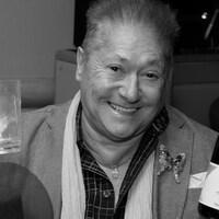 Le poète Jean-Paul Daoust boit de «l'eau ensoleillée», autrement surnommée «vin».