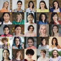 Collage de photos de visages de femmes de tous les âges.