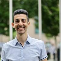 Hasheem Hakeem, enseignant d'immersion française à l'école Sir Charles Best et professeur du cours de journalisme.