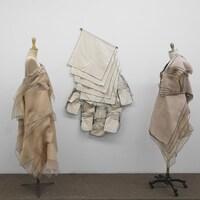 Des robes créées par Danielle Martin lors d'une exposition