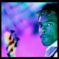 Le bassiste et leader du Dr Henry Band, Henry Onwuchekwa.