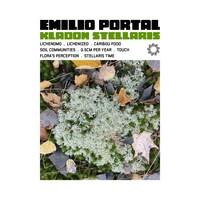 Pochette de l'album « Kladon Stellaris »; image de lichens parmi des feuilles et de la mousse sous le titre de l'album et les noms des pièces