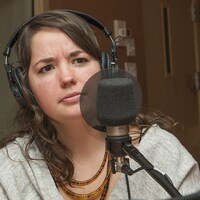 Kalina Bertin au micro de Catherine Perrin