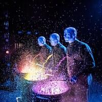 Le Blue Man Group sur scène.