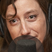 Fanny Britt au micro de Catherine Perrin.