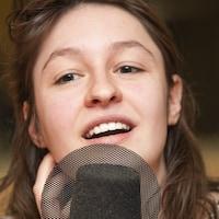 Lou-Adriane Cassidy au micro de Catherine Perrin.