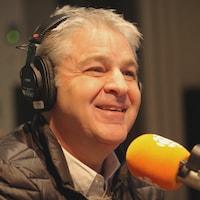 Daniel Gélinas au micro de Marie Grégoire