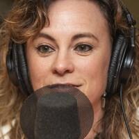 Annie Fournier au micro de Catherine Perrin.