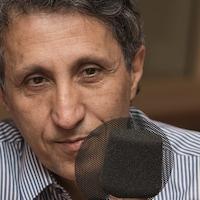 Amir Khadir au micro de Catherine Perrin.