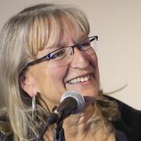 Véronique Rivest au Salon du livre de l'Outaouais.