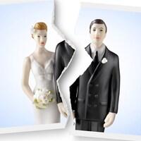 Une photo déchirée d'un couple représente la séparation.